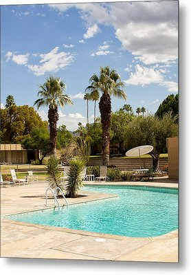 The Sandpiper Pool Palm Desert Metal Print by William Dey