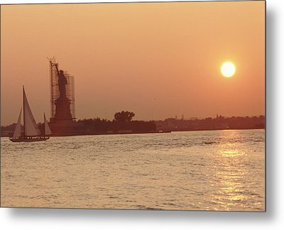 The Statue Of Liberty Metal Print by Retro Images Archive