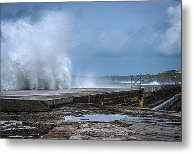 Metal Print featuring the photograph The Wave by Thierry Bouriat
