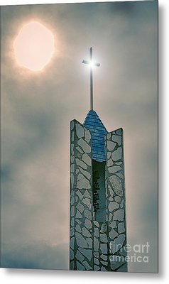 The Wayfarers Chapel Steeple Metal Print by Donna Greene