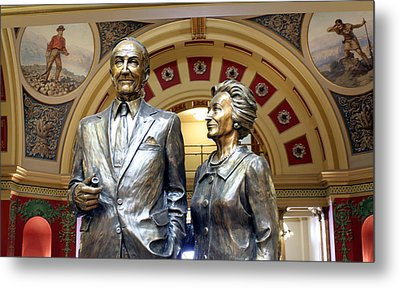 This Statue Of Maureen And Mike Mansfield Metal Print by Larry Stolle