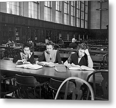 Three Moscow University Foreign Exchange Students At Columbia Un Metal Print by Underwood Archives