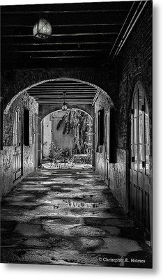 To The Courtyard - Bw Metal Print by Christopher Holmes