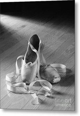 Toe Shoes Metal Print by Tony Cordoza