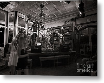 Two Girls Dancing At The Purple Fiddle Metal Print by Dan Friend