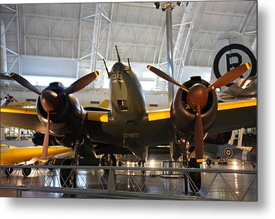 Udvar-hazy Center - Smithsonian National Air And Space Museum Annex - 121285 Metal Print by DC Photographer