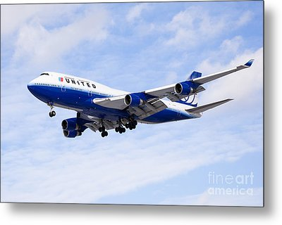 United Airlines Boeing 747 Airplane Flying Metal Print by Paul Velgos