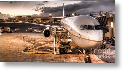 United Airlines Jet Ready For Departure Metal Print by Dustin K Ryan