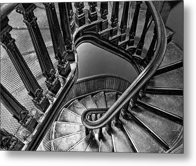 Up The Side - Bw Metal Print by Nikolyn McDonald