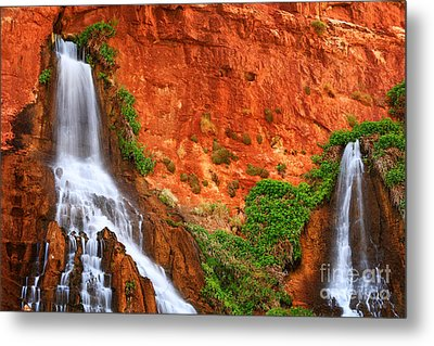 Vaseys Paradise Twin Falls Metal Print by Inge Johnsson