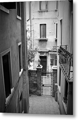 Venice Alley Metal Print by Todd Hartzo