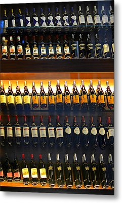 Vino Metal Print by Laura Fasulo