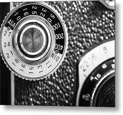 Vintage Yashica 635 Camera - Asa Dial Metal Print by Jon Woodhams