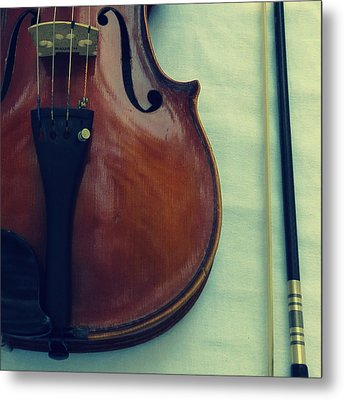 Violin And Bow Metal Print by Patricia Januszkiewicz