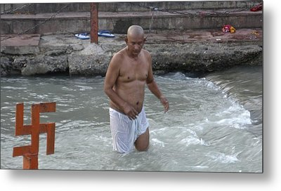 Wading At The River Ganges Metal Print by Russell Smidt