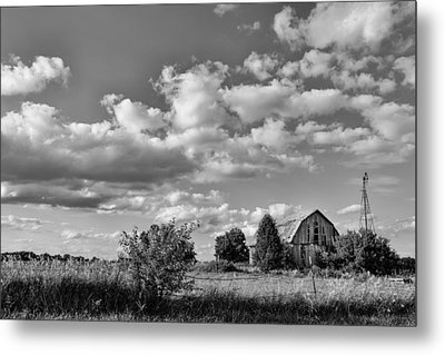 Weather Barn Metal Print by Lauri Novak