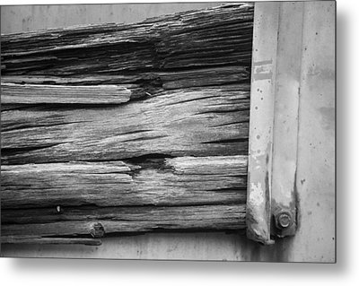 Weathered Wood Metal Print by Toni Hopper