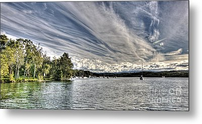 White Streaks.  Sunset Metal Print by Geoff Childs