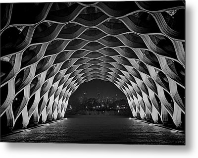 Wooden Archway With Chicago Skyline In Black And White Metal Print by Sven Brogren