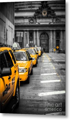 Yellow Cabs Waiting - Grand Central Terminal - Bw O Metal Print by Hannes Cmarits