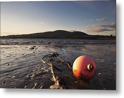 Dumfries, Scotland A Rope Tied To A Metal Print by John Short