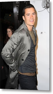 Orlando Bloom At Arrivals For Burberry Metal Print by Everett
