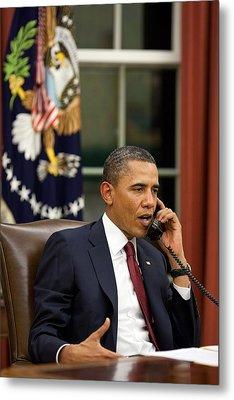 President Barack Obama Talks Metal Print by Everett