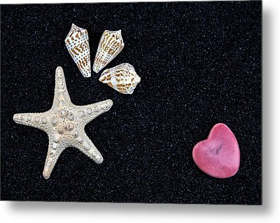 Starfish On Black Sand Metal Print by Joana Kruse