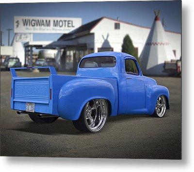 56 Studebaker At The Wigwam Motel Metal Print by Mike McGlothlen