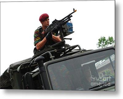 A Belgian Paratrooper Manning A Fn Mag Metal Print by Luc De Jaeger