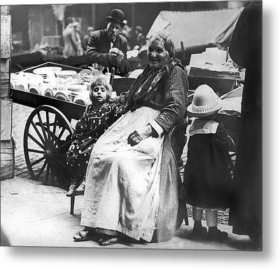 A Family And Their Push Cart Metal Print by Underwood Archives