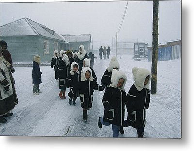 A Group Of School Children Run Metal Print by Maria Stenzel