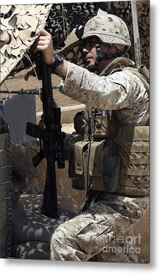 An Infantryman Talks To His Marines Metal Print by Stocktrek Images