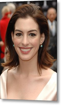 Anne Hathaway At The Press Conference Metal Print by Everett
