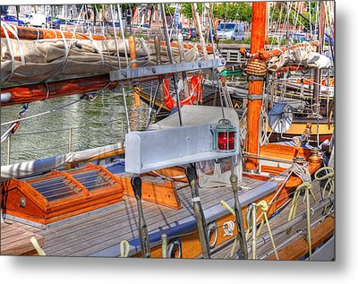 By And Large Metal Print by Barry R Jones Jr