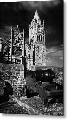 Derrys Walls And Guildhall With Cannon Metal Print by Joe Fox