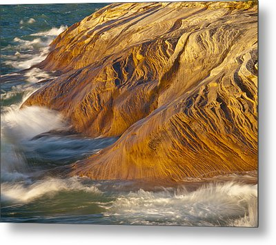 Fingers Into The Lake Metal Print by Cindy Lindow