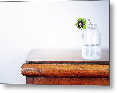Fourleaf Cloverin Vase On Dresser Metal Print by Elisabeth Schmitt