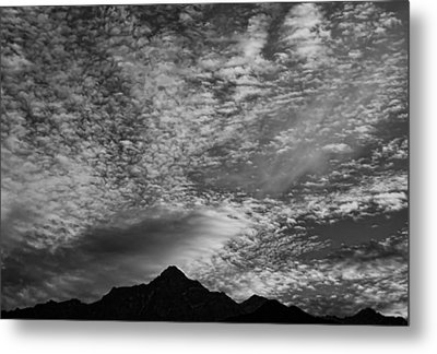 Himalayan Sky In Black And White Metal Print by Don Schwartz