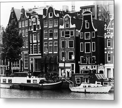 Homes Of Amsterdam Metal Print by Leslie Leda