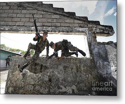 Honduran Army Soldiers Perform Building Metal Print by Stocktrek Images
