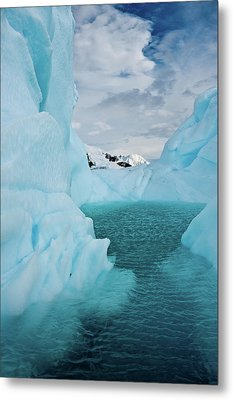 Iceberg Lagoon Metal Print by Duane Miller