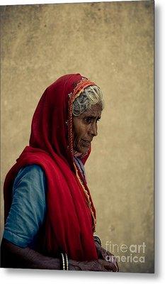 Indian Woman Metal Print by Inhar Mutiozabal