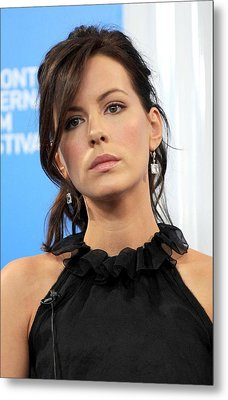 Kate Beckinsale At The Press Conference Metal Print by Everett