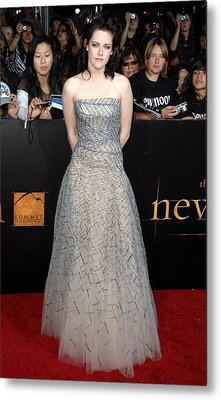 Kristen Stewart Wearing An Oscar De La Metal Print by Everett