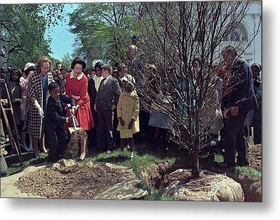 Lady Bird Johnson And Young Boy Metal Print by Everett