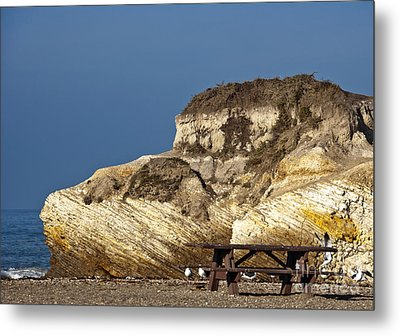 Large Rock And Picnic Area On Beach Metal Print by David Buffington