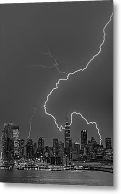 Lightning Bolts Over New York City Bw Metal Print by Susan Candelario