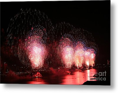 Macy's Fireworks On The Hudson Metal Print by Living Color Photography Lorraine Lynch