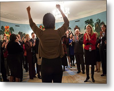 Michelle Obama Celebrates With Guests Metal Print by Everett
